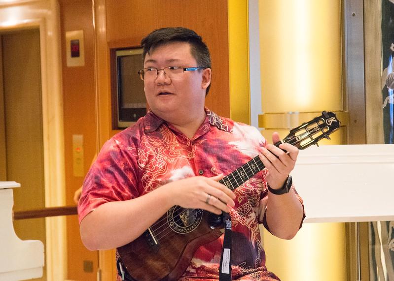 how to hold the ukulele